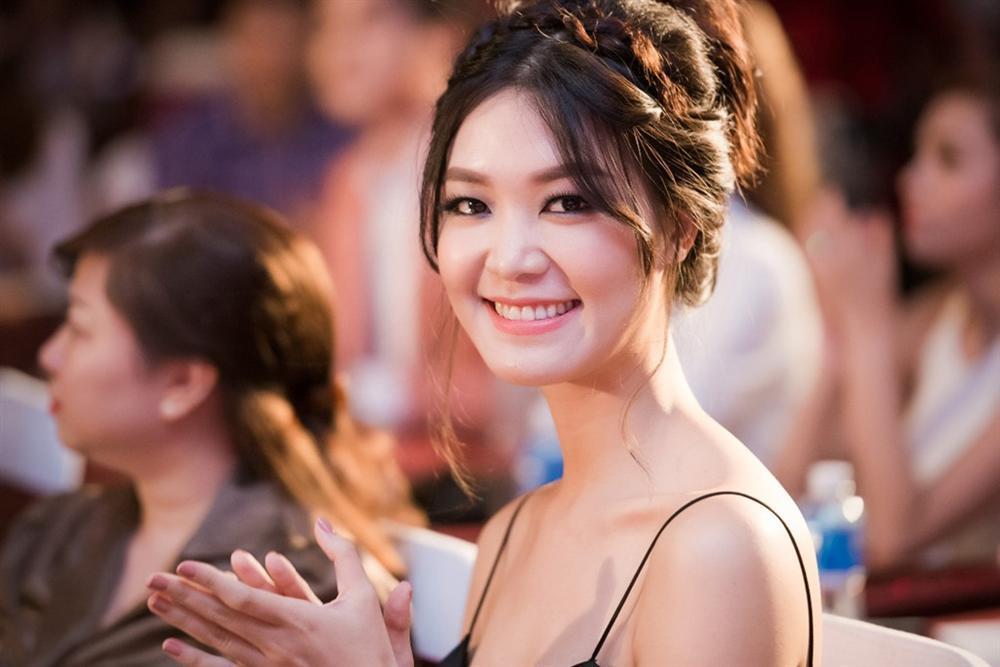 4 người đẹp đăng quang Hoa hậu Việt Nam ở tuổi 18-9