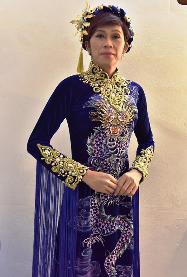 Sao nam Việt mặc áo dài: BB Trần khiến phái đẹp chào thua, nhìn sang Trấn Thành chị em lại khóc thét-7