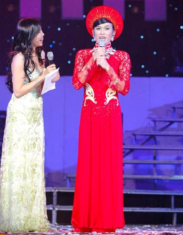 Sao nam Việt mặc áo dài: BB Trần khiến phái đẹp chào thua, nhìn sang Trấn Thành chị em lại khóc thét-8