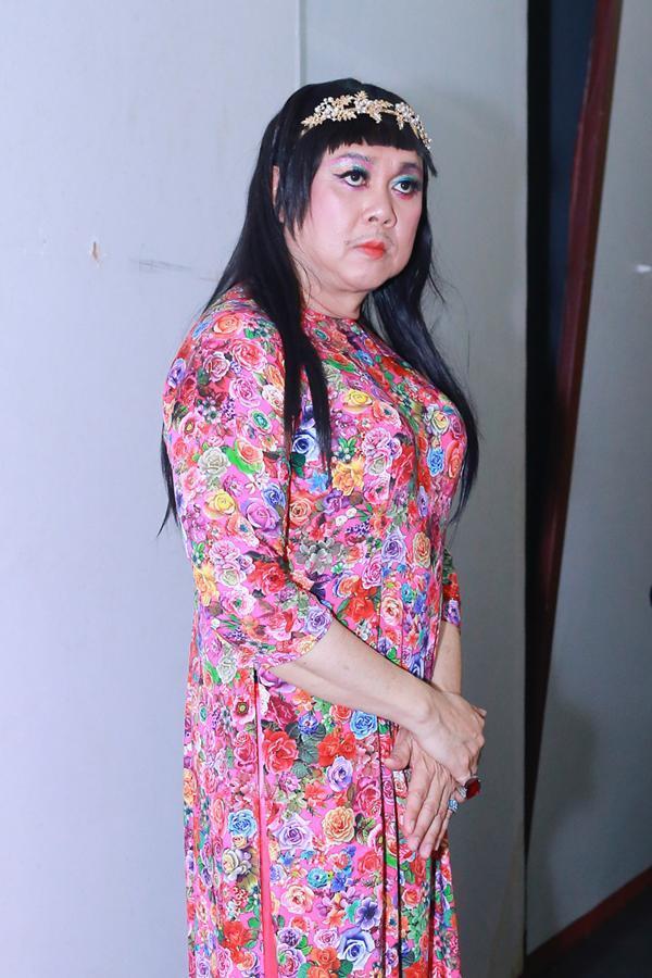 Sao nam Việt mặc áo dài: BB Trần khiến phái đẹp chào thua, nhìn sang Trấn Thành chị em lại khóc thét-11