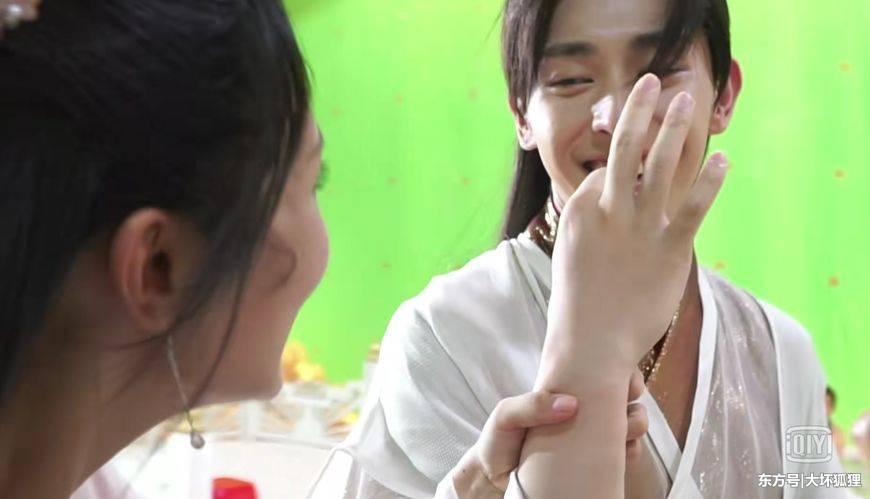NGHỊCH LÝ NHAN SẮC: Nam thần - mỹ nhân Hoa ngữ gây shock khi lộ mặt tựa thiên thần, tay như chuối mắn-5