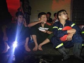 Cháy nhà ở Đê La Thành: Hình ảnh lính cứu hỏa lay động triệu con tim