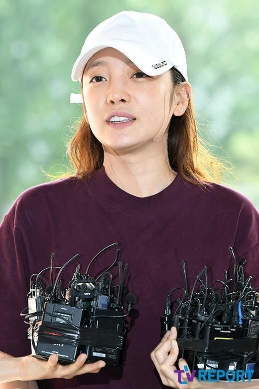 Búp bê xứ Hàn Goo Hara xuất hiện với khuôn mặt đầy thương tích, tay tím bầm vì bị bạn trai bạo hành-1