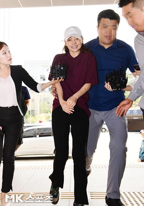Búp bê xứ Hàn Goo Hara xuất hiện với khuôn mặt đầy thương tích, tay tím bầm vì bị bạn trai bạo hành-4