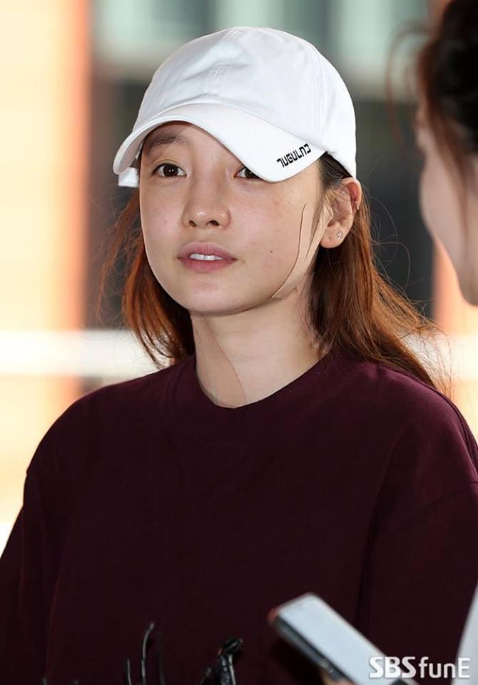 Búp bê xứ Hàn Goo Hara xuất hiện với khuôn mặt đầy thương tích, tay tím bầm vì bị bạn trai bạo hành-8