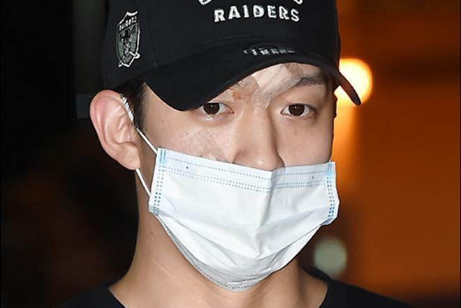 Búp bê xứ Hàn Goo Hara xuất hiện với khuôn mặt đầy thương tích, tay tím bầm vì bị bạn trai bạo hành-11