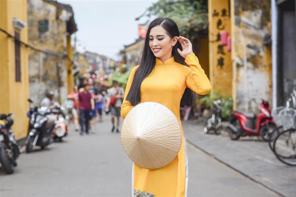 Thì ra Trần Tiểu Vy từng là hướng dẫn viên du lịch cho Hoa hậu Ngọc Hân-2