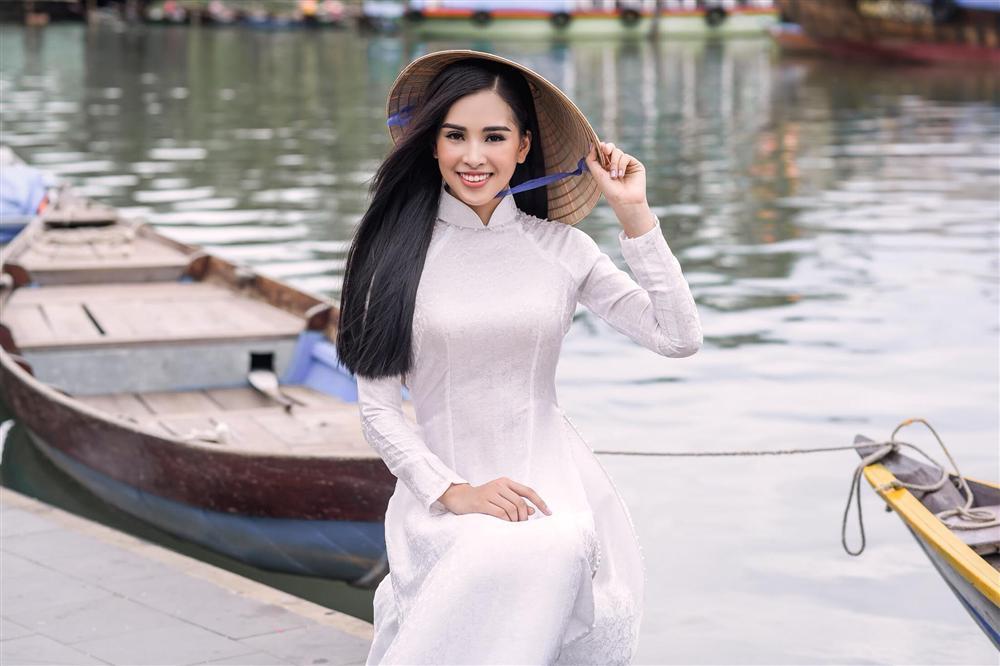 Thì ra Trần Tiểu Vy từng là hướng dẫn viên du lịch cho Hoa hậu Ngọc Hân-4