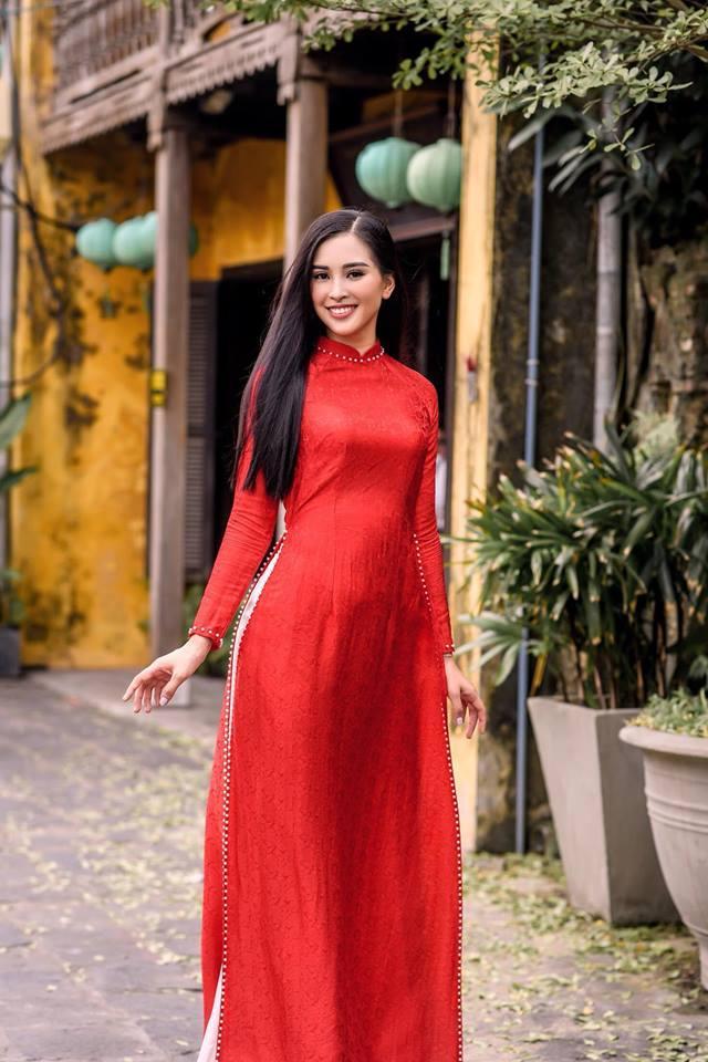 Thì ra Trần Tiểu Vy từng là hướng dẫn viên du lịch cho Hoa hậu Ngọc Hân-5