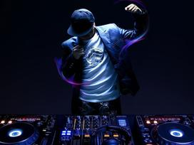 Tạm dừng chương trình âm nhạc có DJ, kể cả đã cấp phép