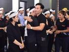 Nghệ sĩ tiễn đưa 'ông trùm' phim hài Tết về nơi an nghỉ cuối cùng