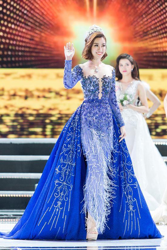 Màn diễn của hoa hậu Mỹ Linh đêm chung kết bị cắt sóng vì phục trang quá ngắn?-2