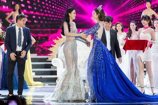 Màn diễn của hoa hậu Mỹ Linh đêm chung kết bị cắt sóng vì phục trang quá ngắn?-4