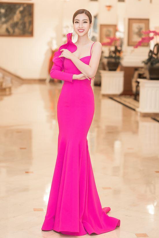 Màn diễn của hoa hậu Mỹ Linh đêm chung kết bị cắt sóng vì phục trang quá ngắn?-5