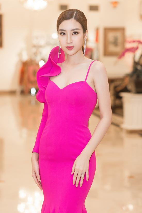 Màn diễn của hoa hậu Mỹ Linh đêm chung kết bị cắt sóng vì phục trang quá ngắn?-6