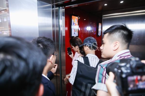 Giữa tâm bão công khai tình cảm, Kiều Minh Tuấn tỏ vẻ lạnh lùng xa cách khi đứng cạnh An Nguy-1