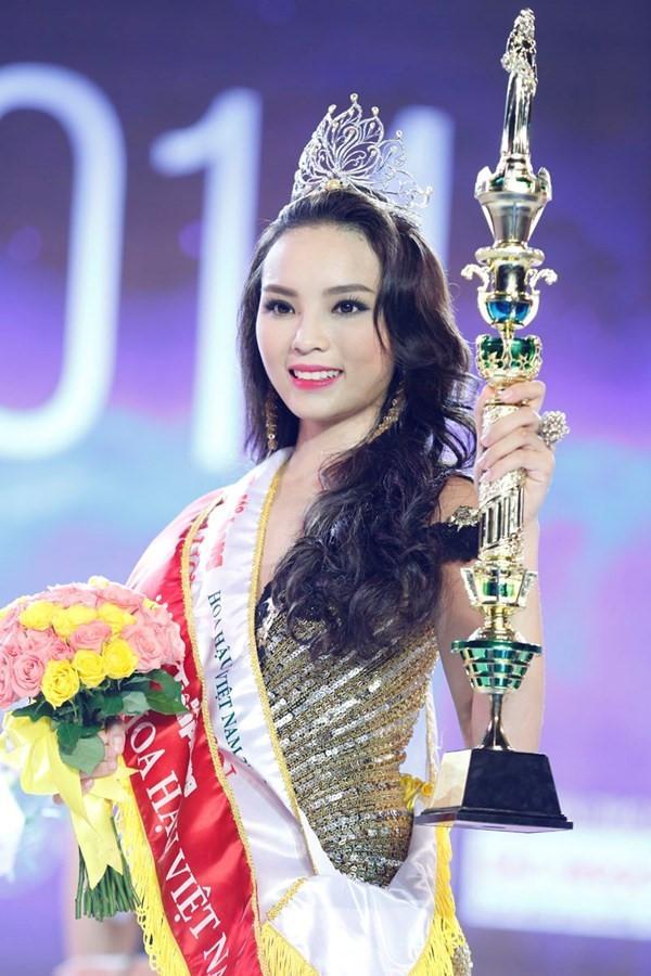 Khi trút bỏ lớp son phấn hỗ trợ, Hoa hậu Việt Nam nào sở hữu mặt mộc đáng ngưỡng mộ nhất?-9
