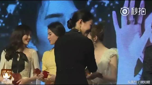 Kỳ lạ khi Dương Mịch và hội chị em showbiz Đường Yên, Lưu Thi Thi cứ chơi một thời gian là y như rằng cạch mặt-12