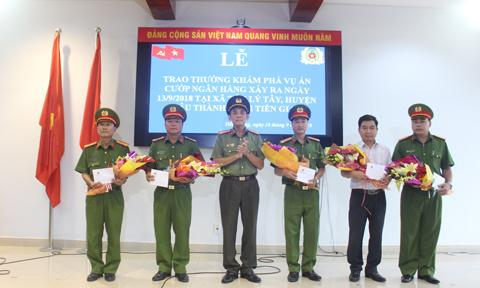 Vụ cướp ngân hàng ở Tiền Giang: Nghi phạm uống thuốc diệt cỏ-4
