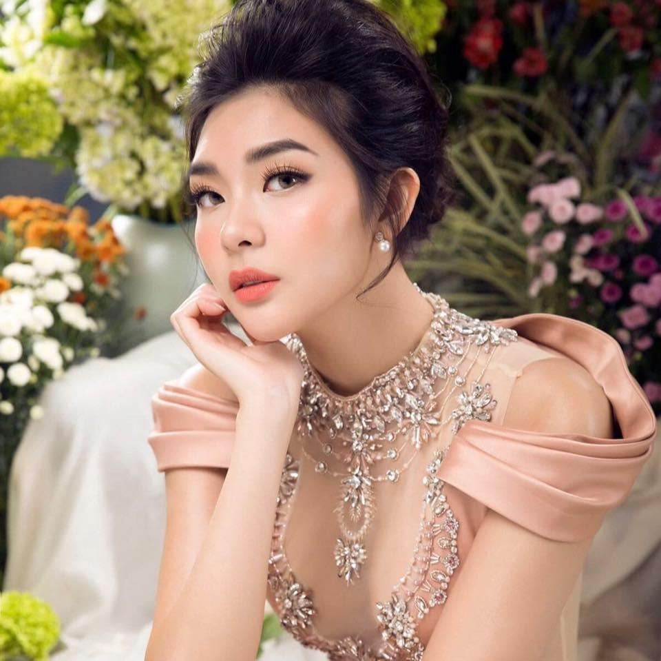Hé lộ chân dung cô em họ Việt kiều nóng bỏng của Trương Ngọc Ánh-14