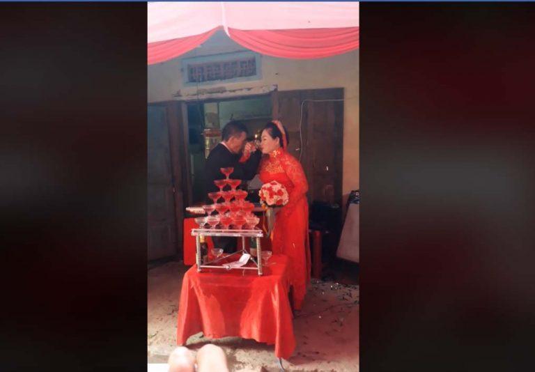Mạng xã hội xôn xao với đám cưới của cô dâu 64 tuổi và chú rể 75 tuổi-2