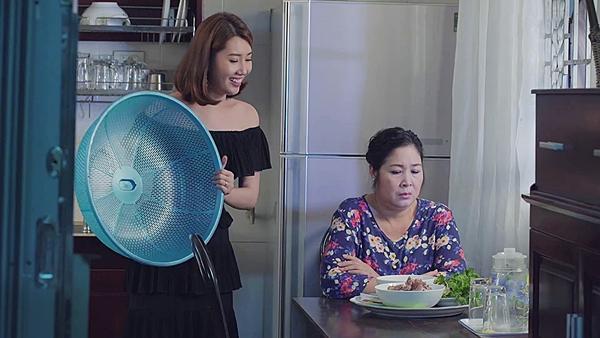 Gạo nếp gạo tẻ tập 60: Con gái tự tát vào mặt mình, nịnh nọt mẹ đẻ để chuộc lỗi hỗn láo-6