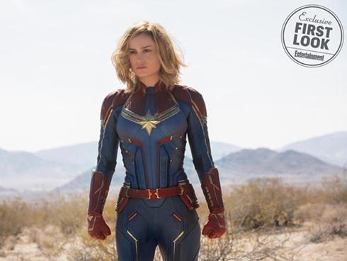 Tại sao siêu anh hùng Captain Marvel thẳng tay đánh bà già?