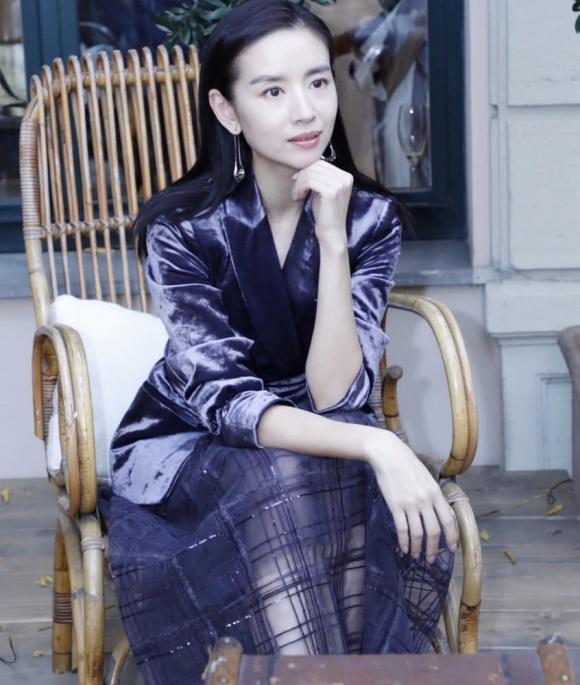 Cặp đối thủ Phú Sát hoàng hậu Tần Lam - Đổng Khiết đọ sắc bất phân thắng bại tại Tuần lễ thời trang Milan-4