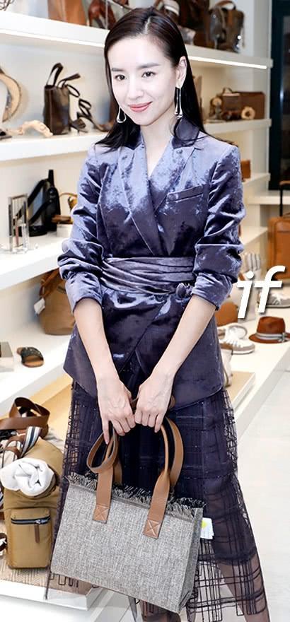 Cặp đối thủ Phú Sát hoàng hậu Tần Lam - Đổng Khiết đọ sắc bất phân thắng bại tại Tuần lễ thời trang Milan-5