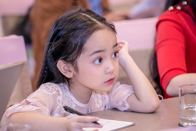 Cận cảnh nhan sắc thiên thần của sao nhí khiến Kiều Minh Tuấn bị mê hoặc-12