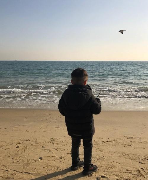 Hình ảnh duy nhất lộ mặt con trai của tài tử Iris Lee Byung Hun và vợ Lee Min Jung-4