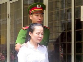 Nữ Việt kiều xuất cảnh giấu hơn 4,4 kg heroin trong hai bức tranh