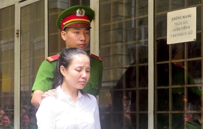 Nữ Việt kiều xuất cảnh giấu hơn 4,4 kg heroin trong hai bức tranh-1