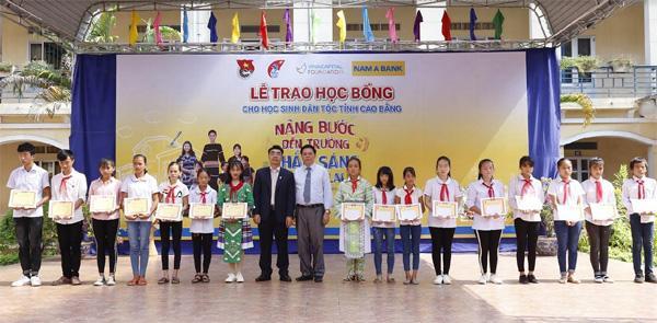 115 học bổng tặng HS dân tộc thiểu số tỉnh Cao Bằng-1