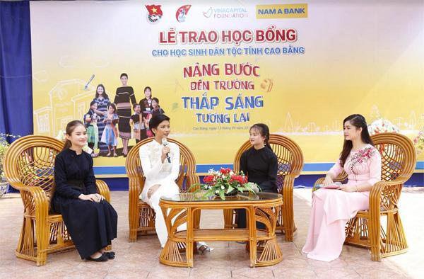 115 học bổng tặng HS dân tộc thiểu số tỉnh Cao Bằng-2