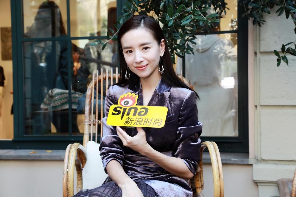 Hai Phú Sát hoàng hậu Tần Lam và Đổng Khiết đọ sắc trong cùng khung hình-8