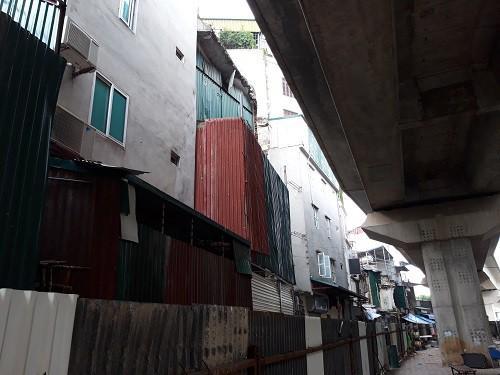 Hà Nội chạy thử tàu trên cao: Các hộ dân sống sát sạt đường tàu nói gì?-3