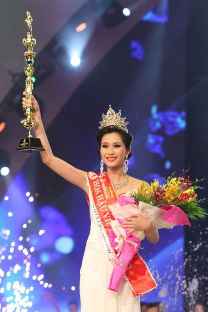 Ngắm lại thời khắc đăng quang của dàn Hoa hậu Việt Nam từ năm 1992 mới thấy nhan sắc Trần Tiểu Vy không phải dạng vừa-5