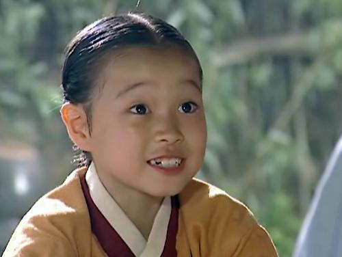 Nhan sắc trái ngược của sao nhí Nàng Dae Jang Geum: Người dậy thì thành công, kẻ kém xinh mờ nhạt-1