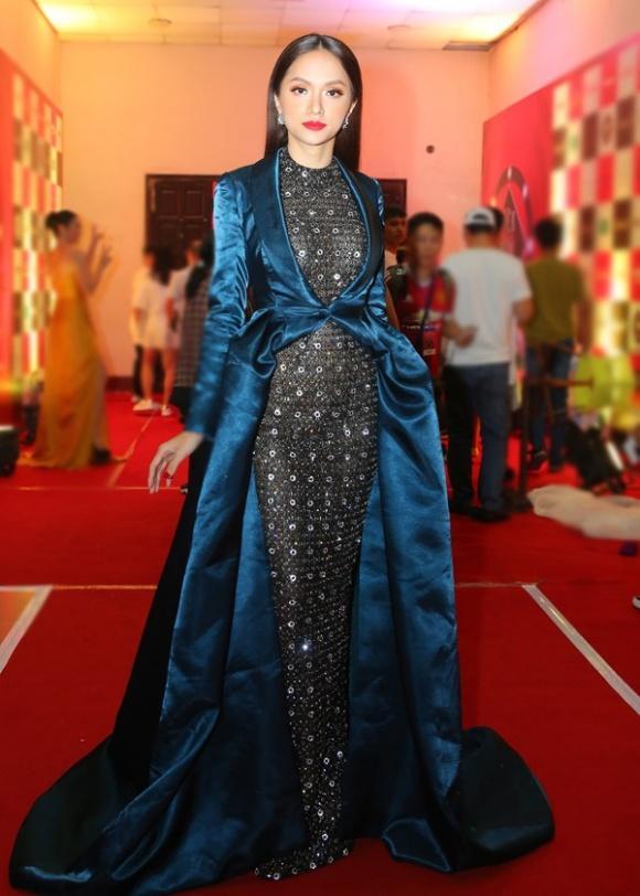 SAO MẶC XẤU: Diva Hồng Nhung cưa sừng làm nghé bất thành - Phí Phương Anh diện váy hai cạp thảm họa-5
