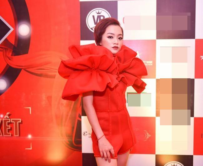 SAO MẶC XẤU: Diva Hồng Nhung cưa sừng làm nghé bất thành - Phí Phương Anh diện váy hai cạp thảm họa-4
