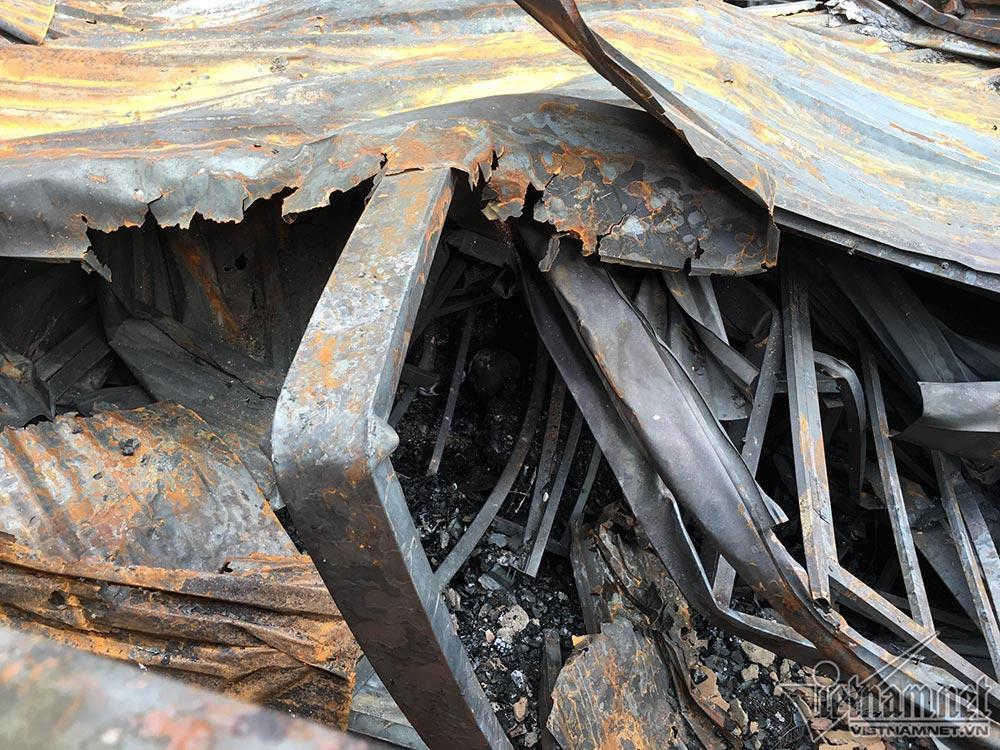 Phát hiện xác chết trong khu nhà trọ bị cháy của ông Hiệp Khùng-4