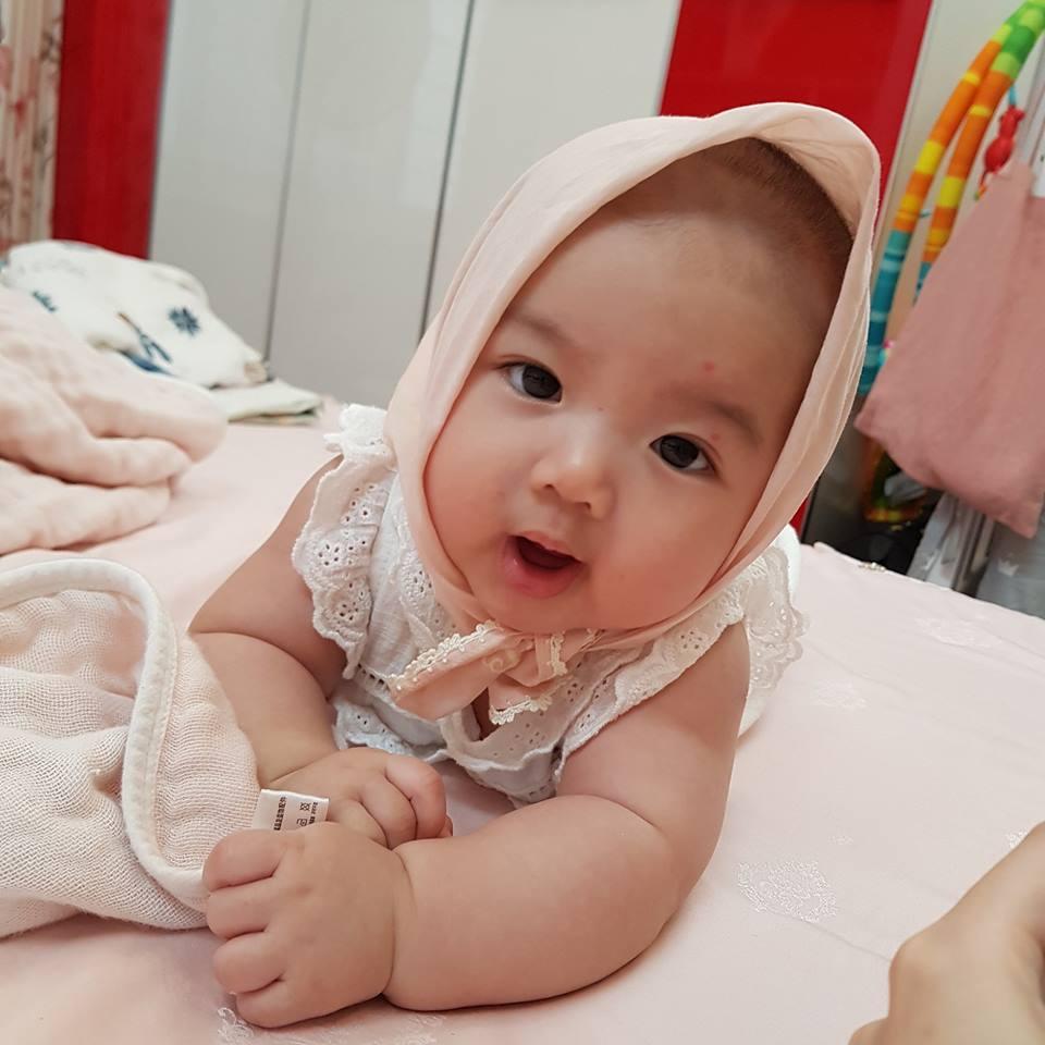 Lần hiếm hoi hotgirl Tú Linh công khai ảnh cận mặt tiểu công chúa 4 tháng tuổi-2