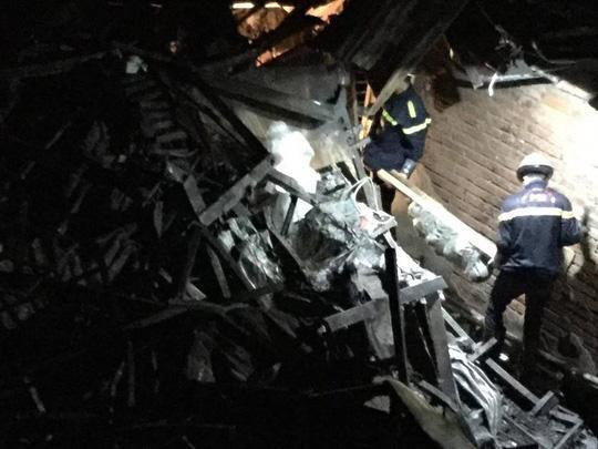 2 thi thể ở khu trọ cháy sát BV Nhi Trung ương là cặp vợ chồng chăm con sinh non-1