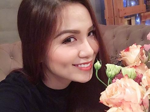 Hoa hậu Diễm Hương xin lỗi NTK vì lấy váy mượn cho người khác mặc-3