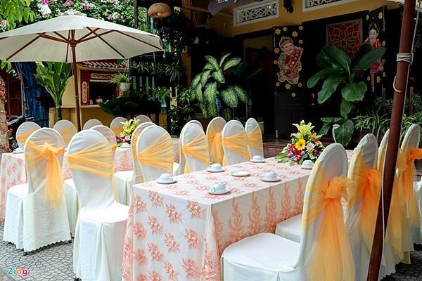 Gia đình đãi tiệc mừng đón Hoa hậu Trần Tiểu Vy ở phố cổ Hội An-5