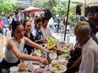 Gia đình đãi tiệc mừng đón Hoa hậu Trần Tiểu Vy ở phố cổ Hội An