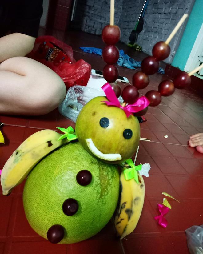 Đặc sản mùa Trung thu: Những mâm ngũ quả cắt tỉa vừa đáng yêu vừa kỳ dị khiến dân mạng chỉ biết ôm bụng cười-3