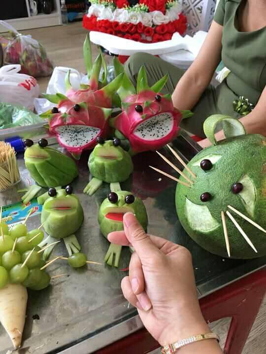 Đặc sản mùa Trung thu: Những mâm ngũ quả cắt tỉa vừa đáng yêu vừa kỳ dị khiến dân mạng chỉ biết ôm bụng cười-6