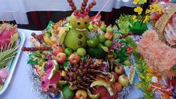 Đặc sản mùa Trung thu: Những mâm ngũ quả cắt tỉa vừa đáng yêu vừa kỳ dị khiến dân mạng chỉ biết ôm bụng cười